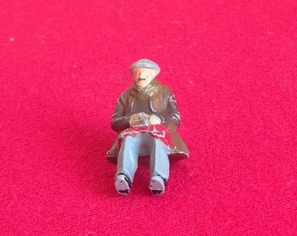 Dinky Toys 010 - Original - Road repair crew plastic night watchman